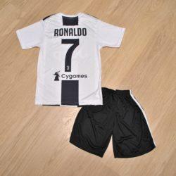 Футбольная детская форма Ronaldo Juventus   (Рональдо Ювентус ) для мальчиков 6 лет 7 лет 8 лет 9 лет 10 лет 11 лет 12 лет 13 лет 14 лет